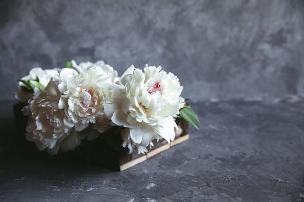 Bloemen. cadeau voor valentijnsdag. romantisch cadeau