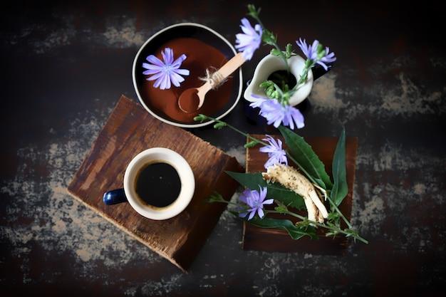 Bloemen en bladeren van witlof witlofdrank