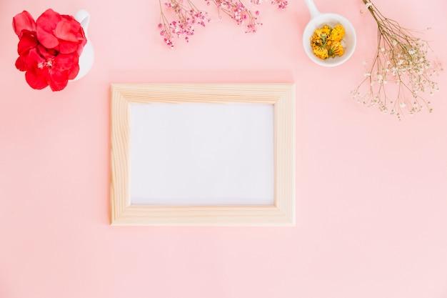 Bloemen en een frame