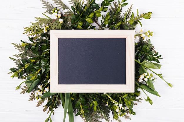 Bloemen met een schoolbord