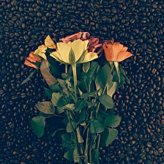Bloemen op de koffieachtergrond