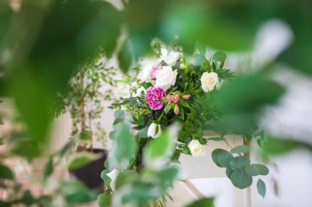 Bloemen op wazig karakter