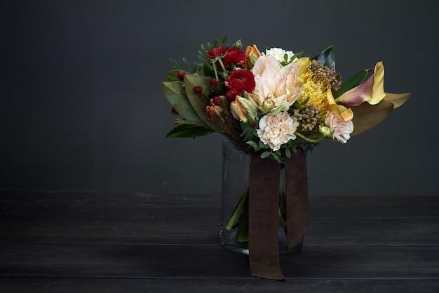 Bloemenboeket op een vaas