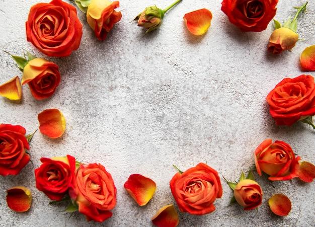 Bloemensamenstelling frame gemaakt van rode rozen