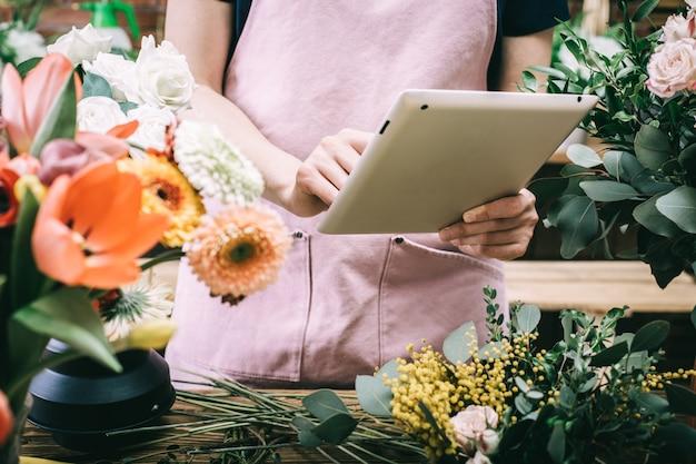 Bloemist accepteert bestelling voor bloemen bezorging