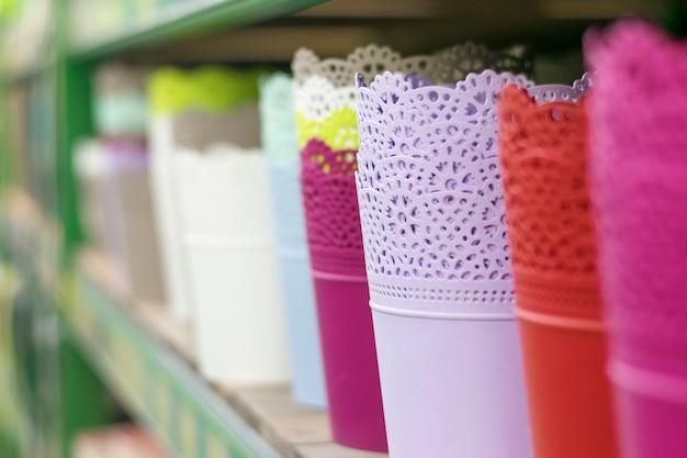 Bloempotten op een rij te koop