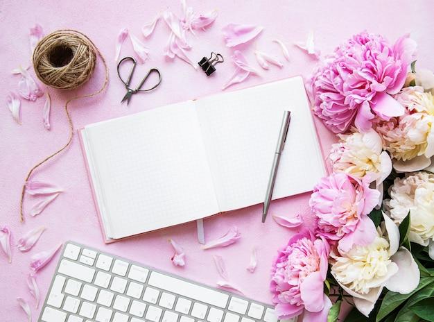 Blogger en freelancer-werkruimte