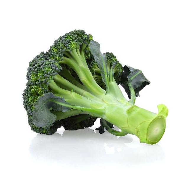 Blok kerry gezonde verse groente uit de natuur geïsoleerd op een witte achtergrond.