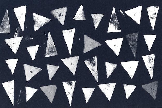 Blokafdrukken met blauwe driehoeken als achtergrond
