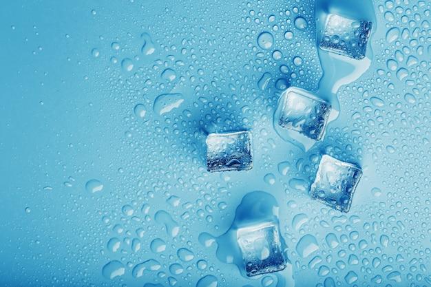 Blokken van ijs met water drops close-up
