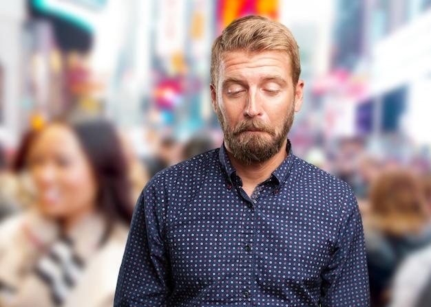 Blond zakenman droevige uitdrukking