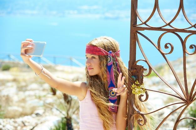 Blonde meisjes selfie foto in middellandse zee poort