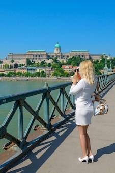Blonde toeristenfoto's boedapest