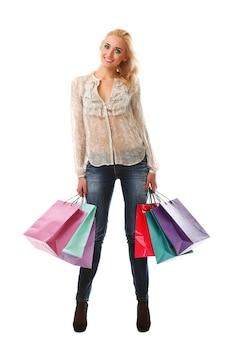 Blonde vrouw met boodschappentassen