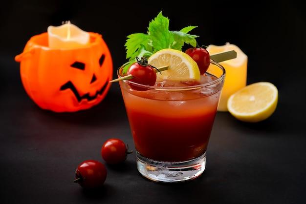 Bloody mary, een cocktaildrankje in halloween night