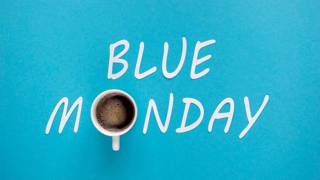 Blue maandag concept met kopje koffie