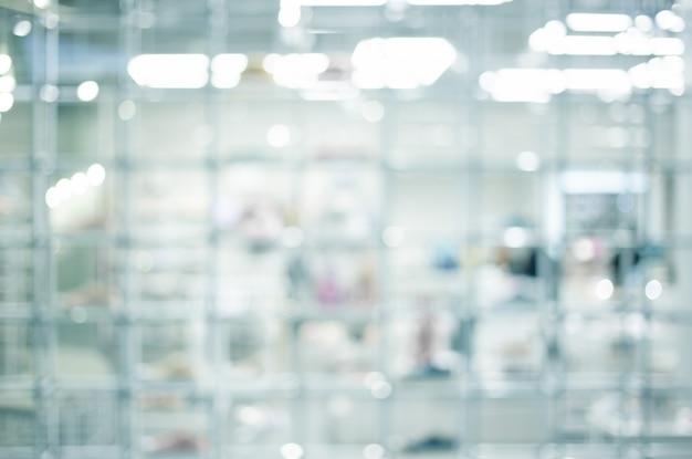 Blured moderne bokeh binnen de plank van het technologielaboratorium en witte ruimte