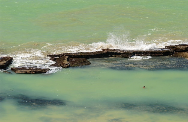 Boa viagem strand recife pernambuco brazilië zand met riffen op de achtergrond