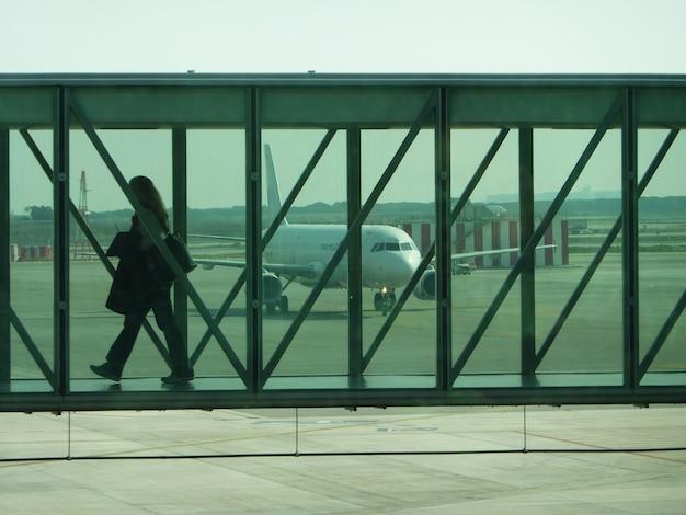 Boarding operaties, een passagier klaar voor de vlucht