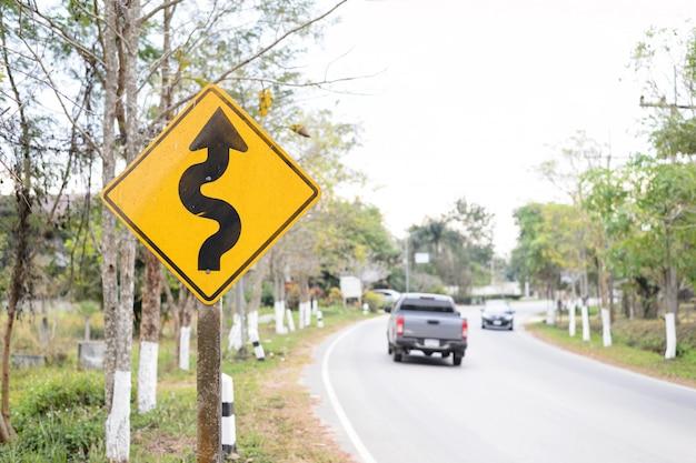 Bochtige verkeersbord