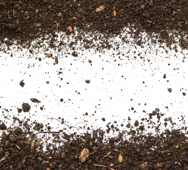 Bodem vuile aarde op witte achtergrond. natuurlijke bodemtextuur
