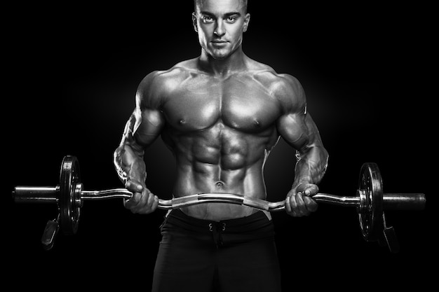 Bodybuilder training met barbell