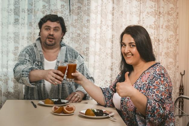 Bodypositive couple besloot om een gezonde levensstijl te leiden