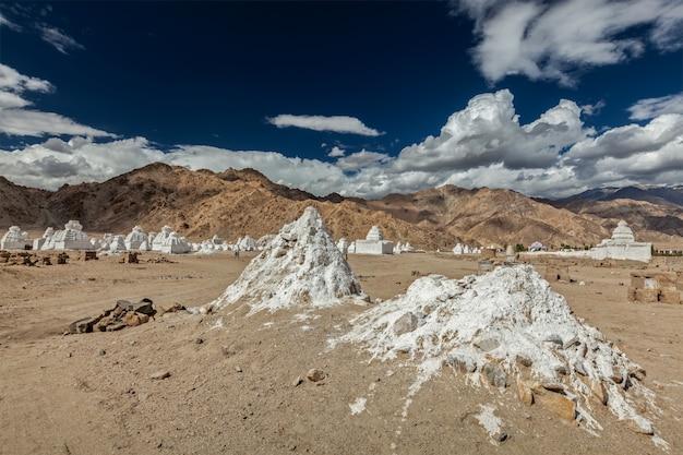 Boeddhistische chortens, ladakh