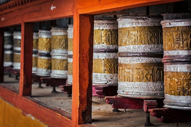 Boeddhistische gebedsmolens in hemis-monster, ladakh