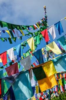 Boeddhistische gebedsvlaggen lunga in mcleod ganj himachal pradesh india