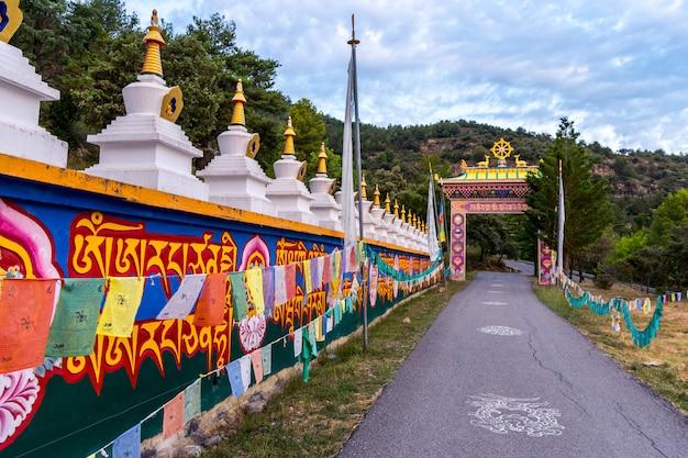 Boeddhistische tempel dag shang kagyu in panillo huesca aragon spanje