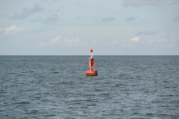 Boeien op zee