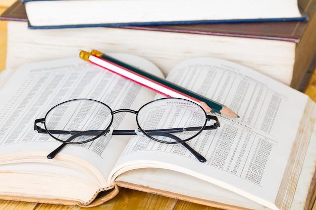 Boek en glazen