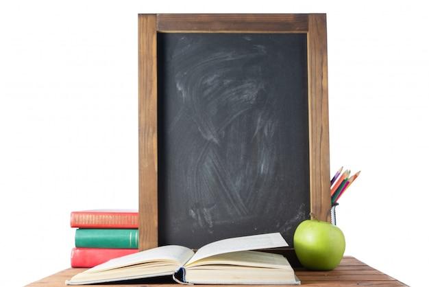 Boek, krijtbord en potloden. terug naar school