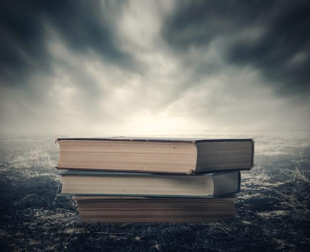 Boeken in het dramatische post-apocalyptische landschap