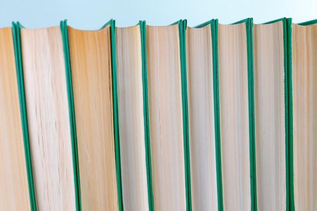 Boeken op rij komen na elkaar