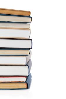 Boeken op wit worden geïsoleerd