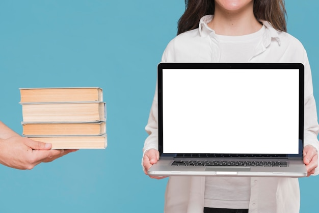 Boeken versus laptop e-learning concept
