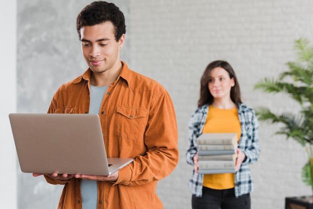 Boeken versus technologie e-learning concept