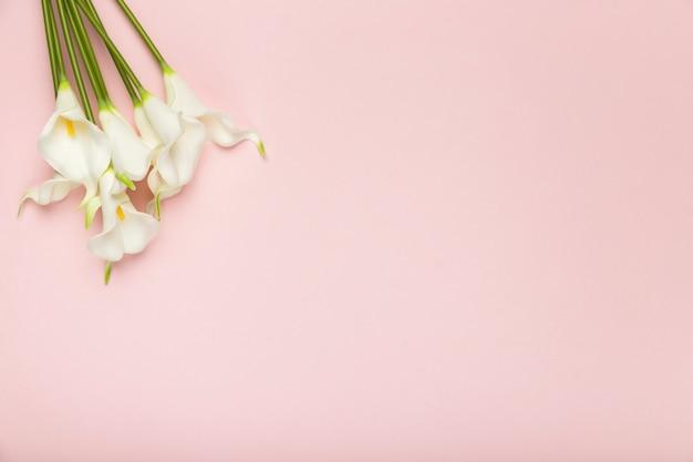 Boeket bloeiende bloemen met kopie-ruimte