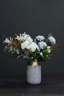Boeket bloemen op een vaas