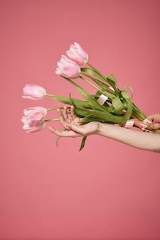 Boeket bloemen roze vakantiegift