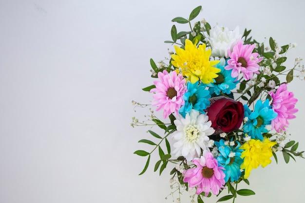 Boeket bloemen witte achtergrond