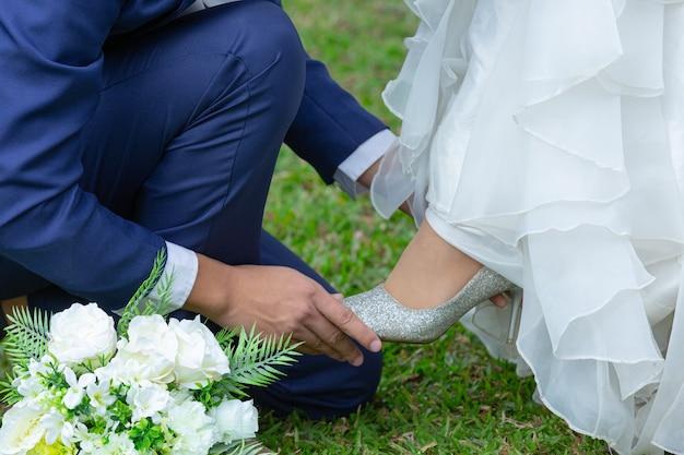 Boeket in de handen van de bruid