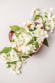 Boeket jasmijn in geschenkdoos valentijnsdag bloemen felicitatie decoratief kader