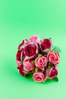 Boeket rozen op een groen