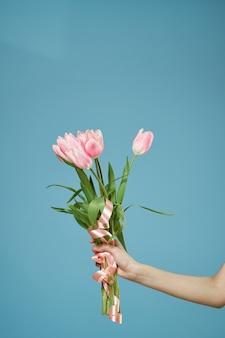 Boeket van de daglevensstijl van de mooie bloemengift van vrouwen