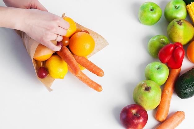Boeket van groenten en fruit.