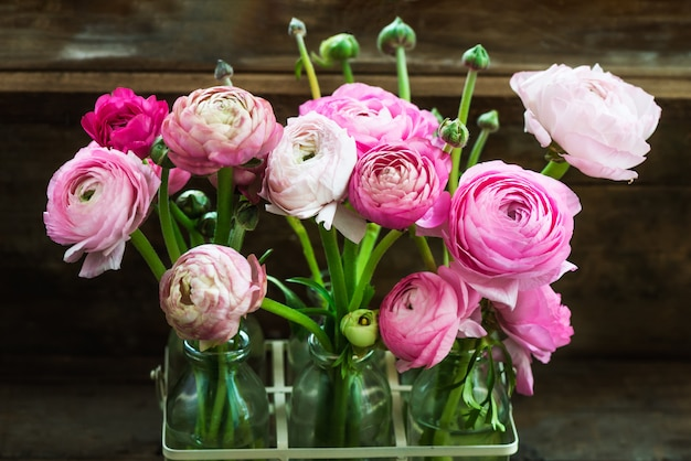 Boeket van pink ranunculus, buttercup bloemen