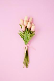 Boeket van roze tulpenbloemen